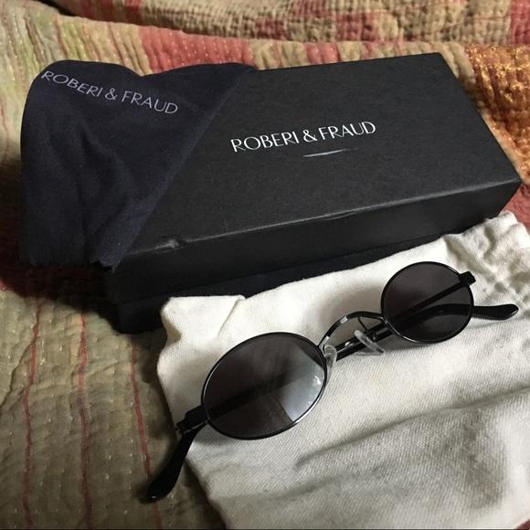 ff26b2dc8eddc Roberi   Fraud Doris Sunglasses. M 5b3fbb0f6a0bb72dfd2a77d7